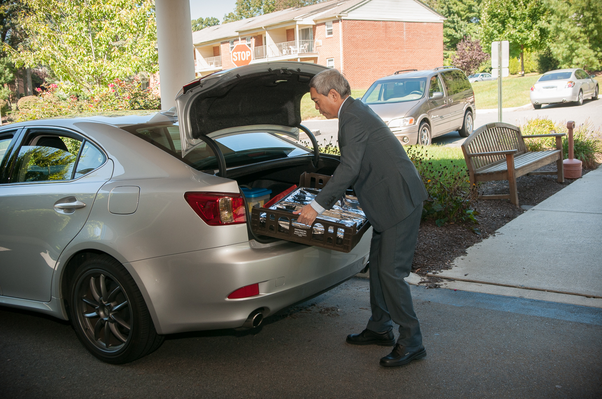 Bill Maruyama bring food donations from Melt to the St Lukes Hospice House